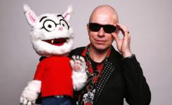 Foto van Paul van Loon met Dolfje Weerwolfje