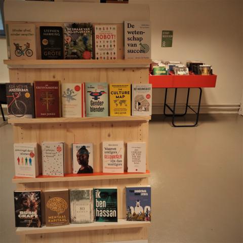 Foto van non-fictie boeken die nieuw zijn in de bib
